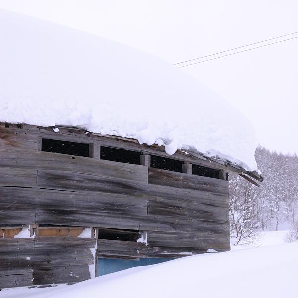 snow-house-s.jpg